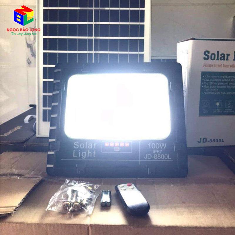 Test độ sang của đèn năng lượng mặt trời 100w JD-8800L